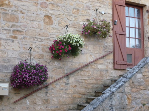 Hanging baskets in Baynac