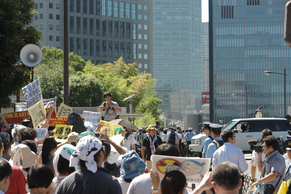 """Metropolitan Coalition Against Nukes"" members go inside of Prime Minister's Office! : 22 August 2012"
