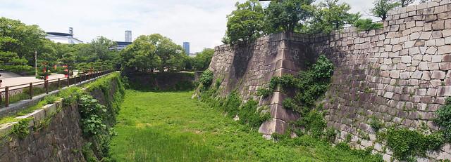 綠意盎然的外城牆
