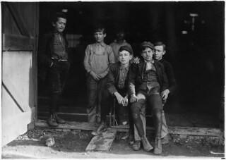 Woodbury Bottle Works. Noon hour. All are workers. Woodbury, N.J., November 1909