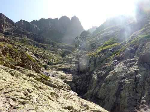 Descente du ruisseau de Bocca a Rossa : les dalles rocheuses avant l'infléchissement du ruisseau