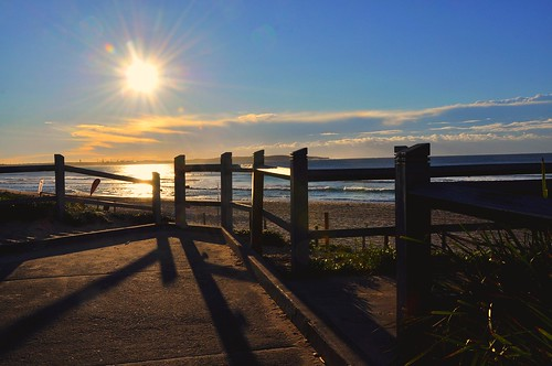 lighting sunlight colors beautiful composition sunrise landscape morninglight lightsandshadows scenery colours shadows artistic sydney creative explore framing sunrays goodmorning morningsun cronulla sunflare longshadows hff cronullabeach happyfencefriday