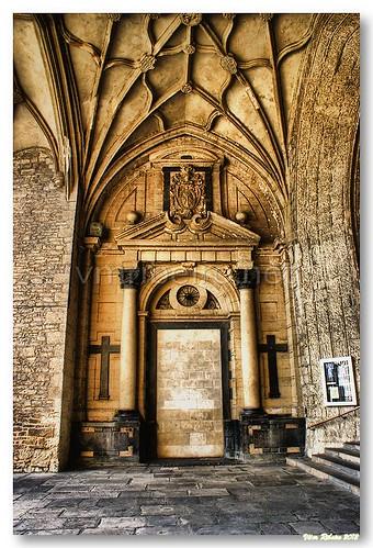 Portico da igreja de S. Miguel by VRfoto