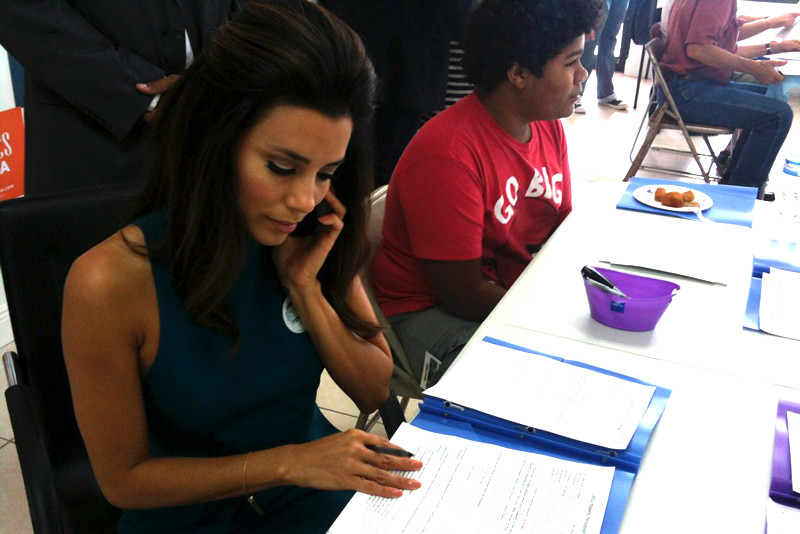 Eva Longoria makes calls for President Obama
