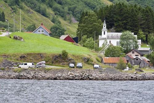 195 Pueblo desde el ferry Gudvangen-Kaupanger