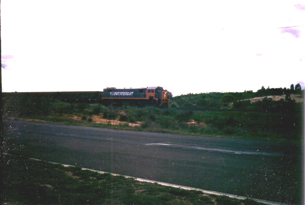 X34 on up Melbourne bound grain talken sometime in the late 90s or early 2000s by bukk05