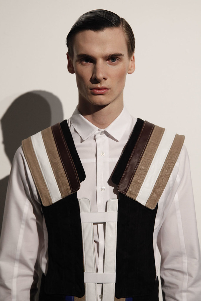 Angus Low3037_FW12 NY Tim Coppens(VOGUE)
