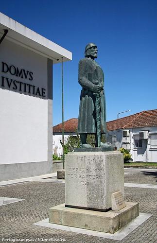 Estátua de Dom Egas Moniz - Resende - Portugal