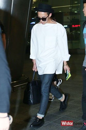GDragon-IncheonAirport-backfromHongKong_20140806 (11)