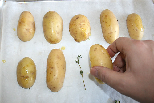 22 - Auf Thymian geben / Put potatoes on thyme