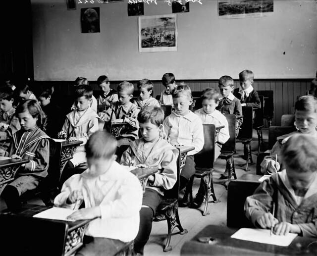 Students from Model School / Élèves de l'école d'application