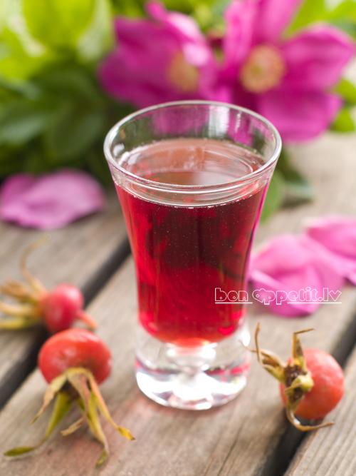 rosehip liqueur