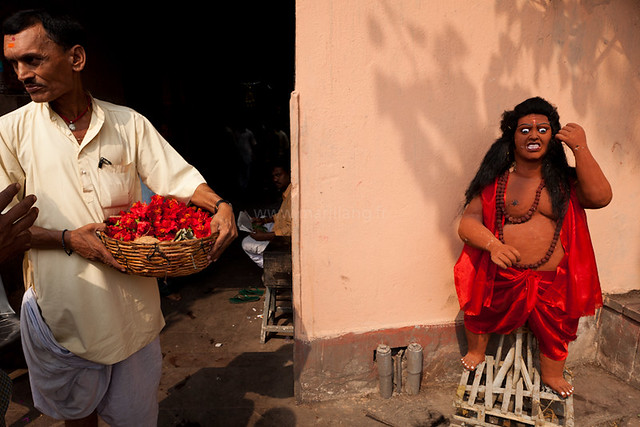 Kalighat, Kolkata - 35 Fantastic Color Street Photographs