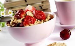 frozen yogurt(0.0), cereal(0.0), breakfast cereal(1.0), meal(1.0), breakfast(1.0), berry(1.0), strawberry(1.0), parfait(1.0), produce(1.0), fruit(1.0), food(1.0), dish(1.0), dessert(1.0), muesli(1.0),