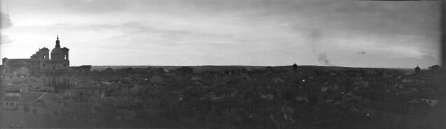 Panorámica de Toledo en 1921. Fotografía de José Regueira. Filmoteca de Castilla y León. RESEP-213