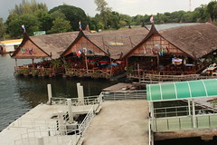 Floating eateries
