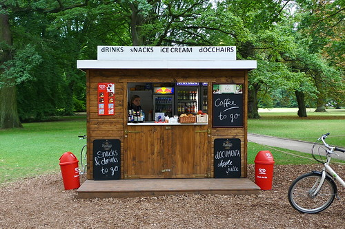 Drinks und Snacks Kiosk in der Karlsaue während der Documenta 13. September 2012