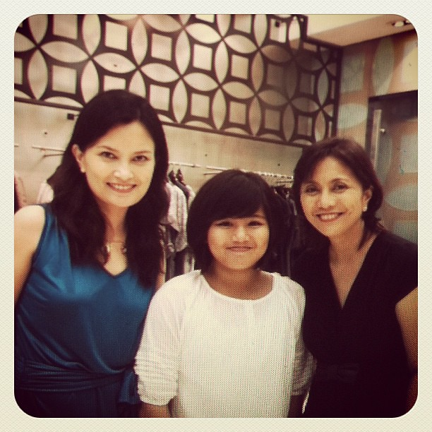 Just had the nicest lunch with Atty Leni Robredo. Comforting to see smiles on @lenirobredo and daughter Jillian.