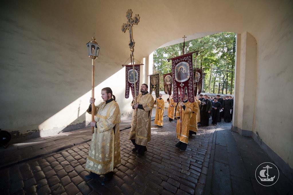 Крестный ход с мощами св. Александра Невского