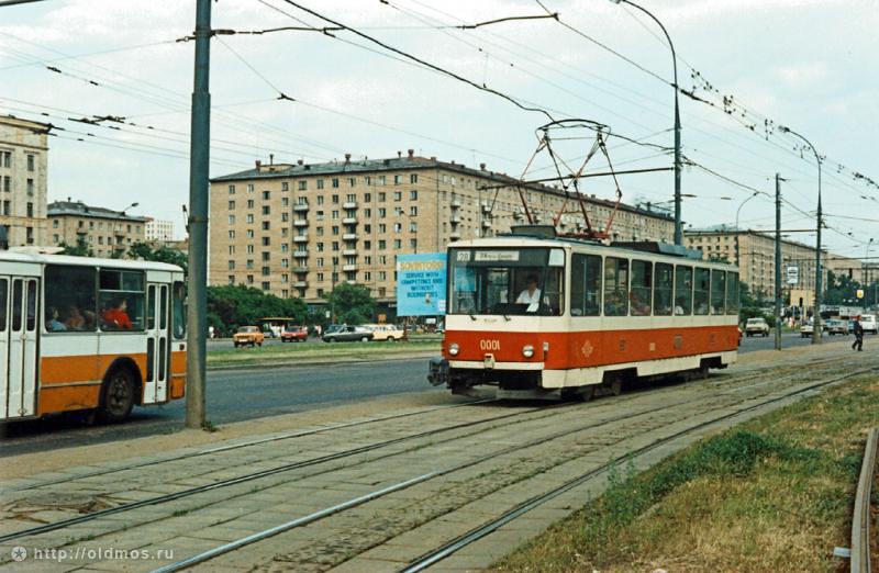 Посадка в трамвай 23.