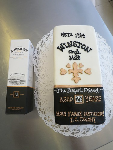 Whiskey box cake by CAKE Amsterdam - Cakes by ZOBOT