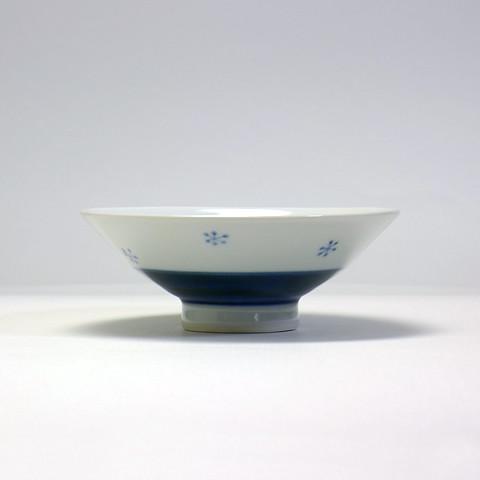 砥部焼 陽貴窯「平茶碗/花いちご(小)」