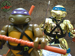 TEENAGE MUTANT NINJA TURTLES :: 5th ANNIVERSARY COLLECTOR TURTLE, #56,146 xviii / .. with Original '88 DONATELLO  (( 1992 ))