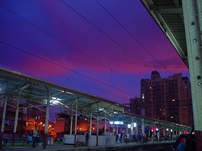 桃園車站的夜色