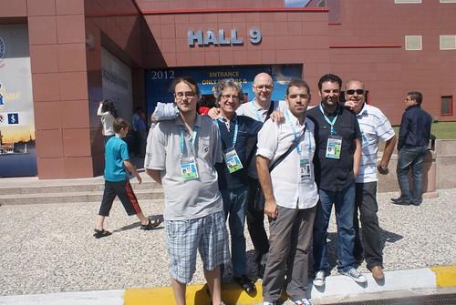 L'equip d'Andorra a l'entrada de la sala de joc