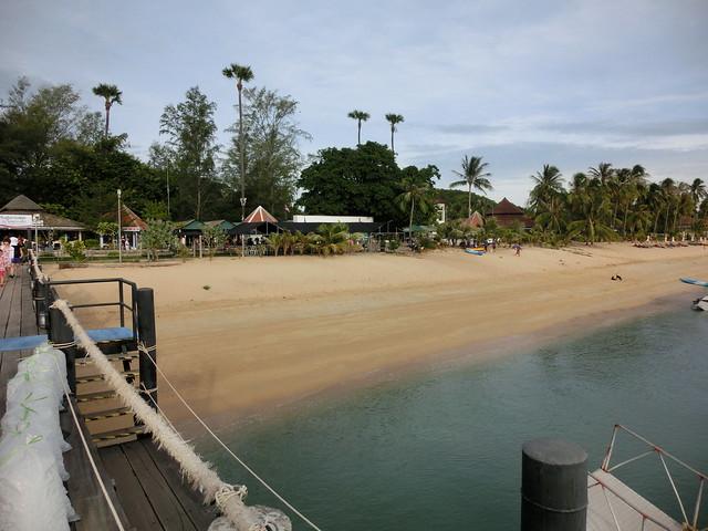 Mae Nam Beach - Pier for Lomprayah Catamaran Boat