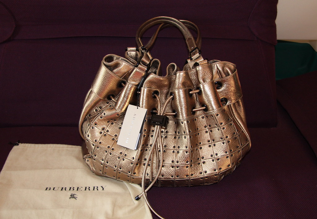 e0b4eb477ffa BURBERRY HANDBAG AUTHENTIC 100% BORSA BAG TASCHE HANDBAG NEW SAC GOLD