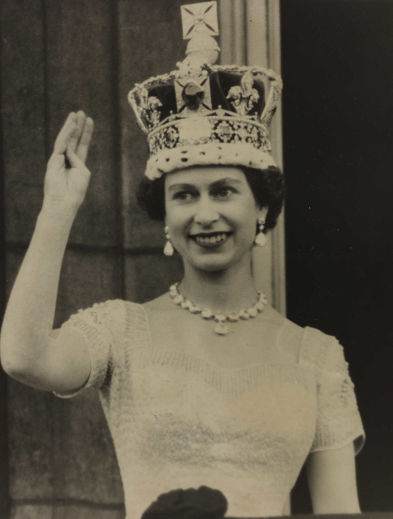 1953: Elizabeth II crowned Queen of England