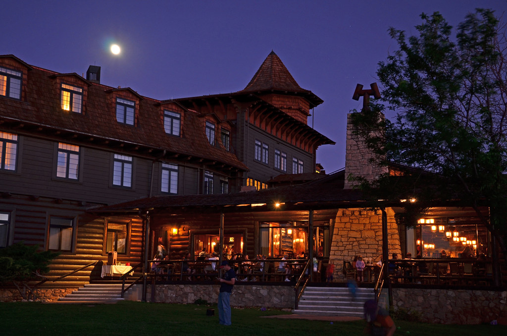 Grand Canyon Nat. Park: El Tovar Hotel in Moonlight 9463