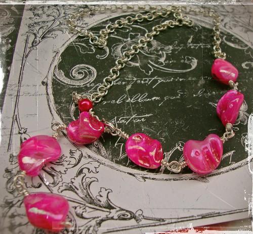 Vaaleanpunaisia herkkuja, tilaustyö