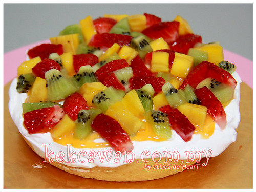 Mini Sponge Cake with Fresh Cream & Fresh Fruit