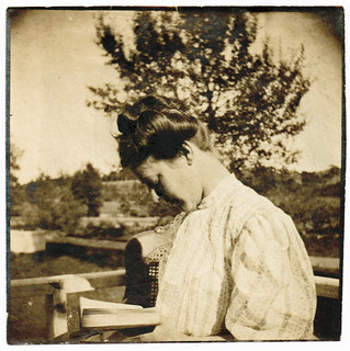 Hope reading a book in 1906