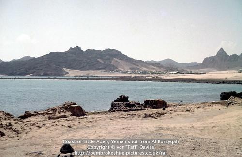 sea landscape coast scenery 1966 1967 yemen 1960s 1965 aden scannedslide ghadir gulfofaden arabianpeninsula littleaden adenharbour voigtländervitoc bureikabays alburayqah bandarshaykh