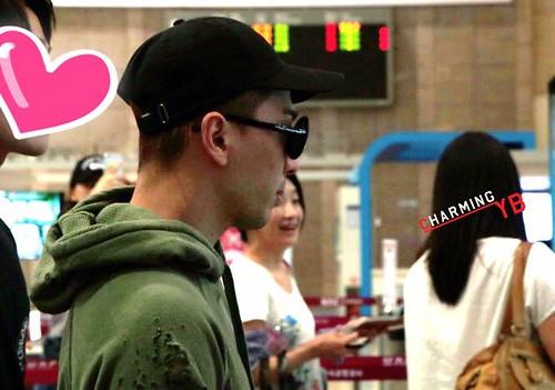 BIGBANG wout Seungri departure Seoul to Tokyo 2016-08-26 (29)