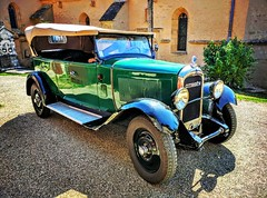 Châteauneuf, la vie de château bourguignon #chateau #bourgogne #vin #wine #grandcru #vougeot #corton #citroen #1929 #instadaily #instaweek #instafood #castle #golf #golfcourse #golfpark #village #france #frenchgarden #frenchie #frenchwine