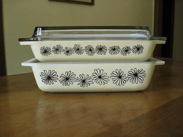 Pyrex Yellow Daisy JAJ Space Saver Set