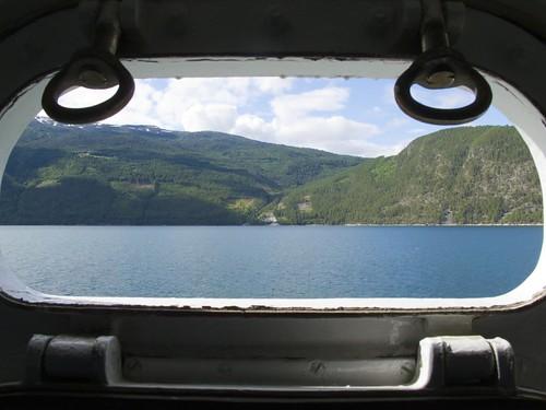 208 en el ferry Gudvangen-Kaupanger