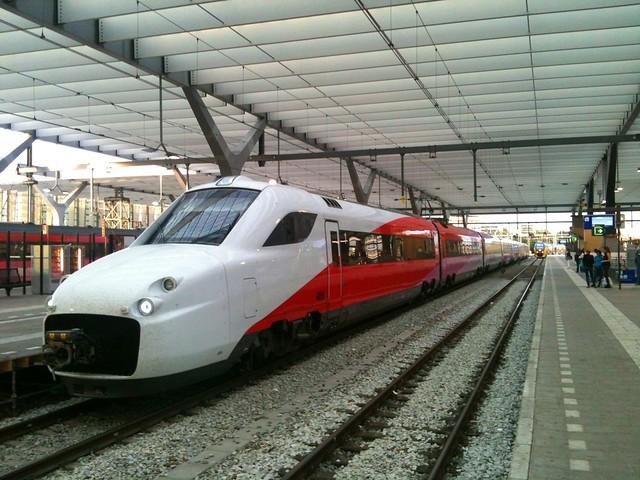Fyra V250 4806 in revenue service @ Rotterdam Centraal