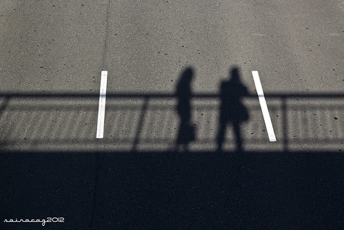 Sombras en el asfalto by sairacaz