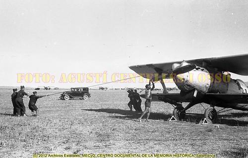 """Campo de aviación de Albalatillo (frente de Aragón), agosto de 1936, """"Alas Rojas"""" para defender la legalidad. Foto: Agustí Centelles i Ossó. by Octavi Centelles"""