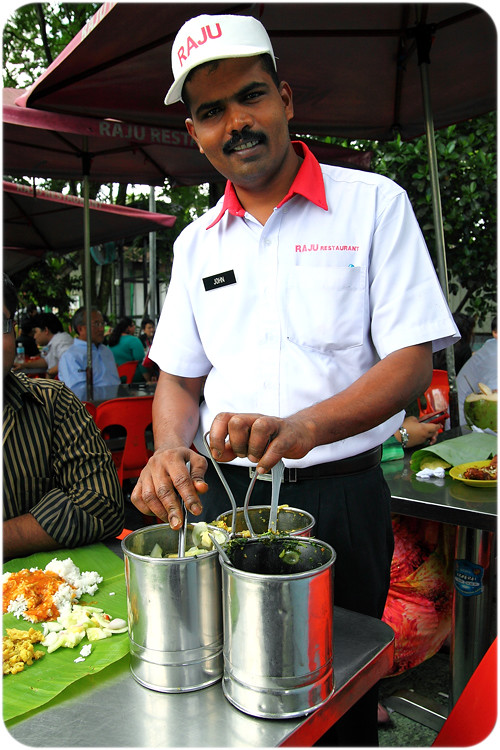 banana-leaf-dhal-waiter