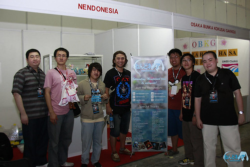 Aki-sachou paid a visit to our booth during loading day