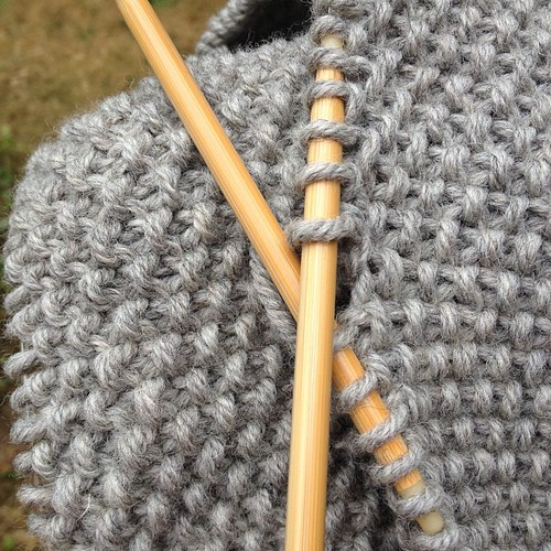 Moss stitch in grey - yum