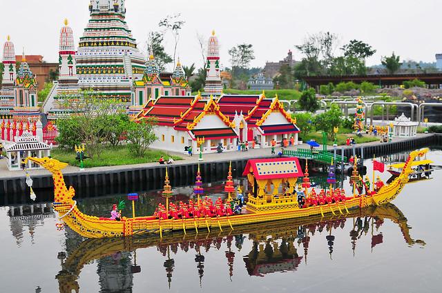 Royal barge and Wat Arun