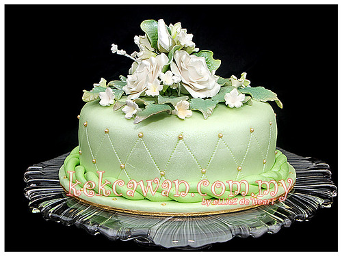 Apple Green Fondant Cake For Hantaran