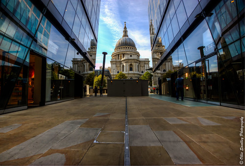 Passage to St. Paul's. [Explored + Front Page!]